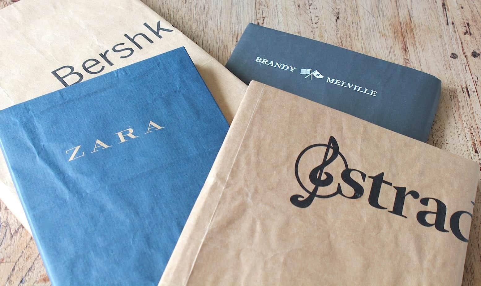 Boeken kaften met gerecyclede papieren tasjes