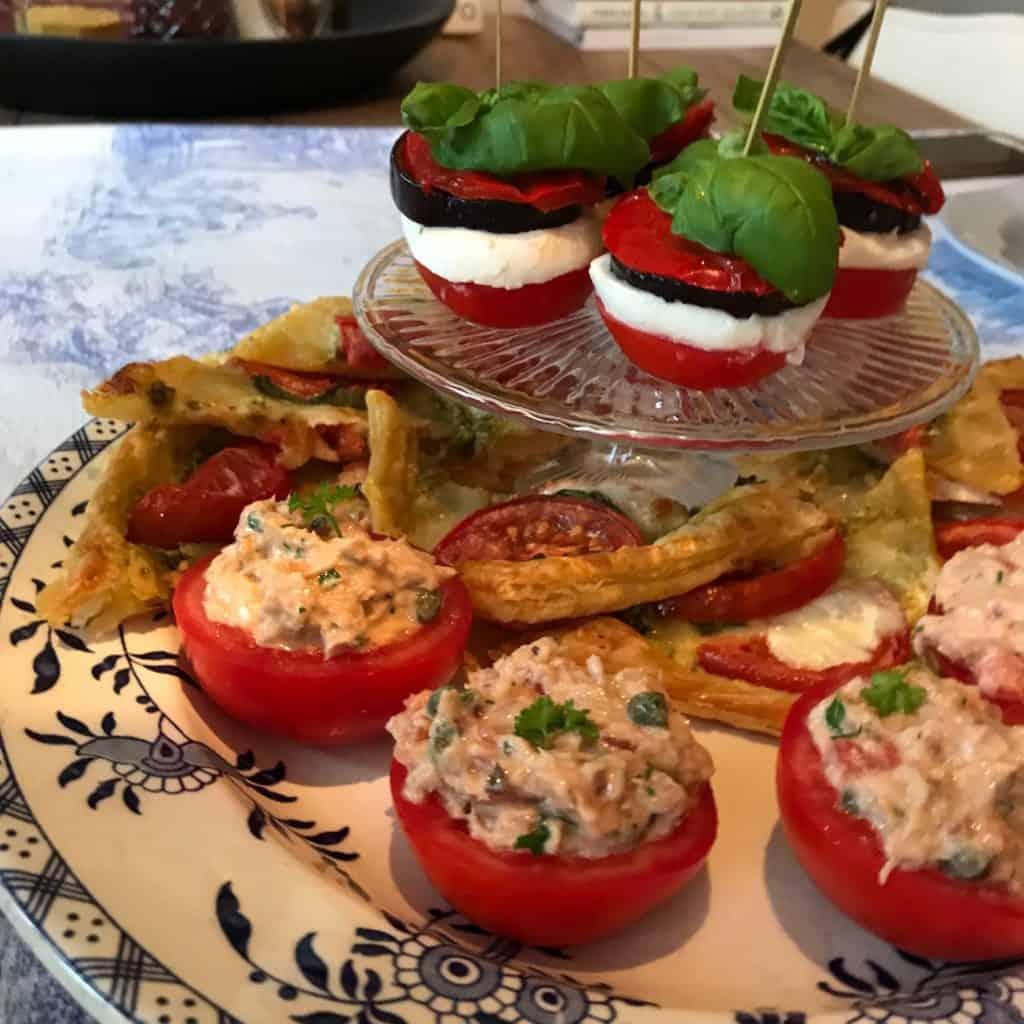Feestelijk torentje van gegrilde groenten en mozzarella   ENJOY! The Good Life