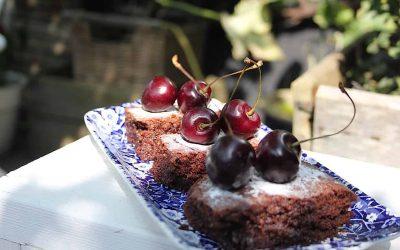 Brownie zonder bloem, maar met kersen